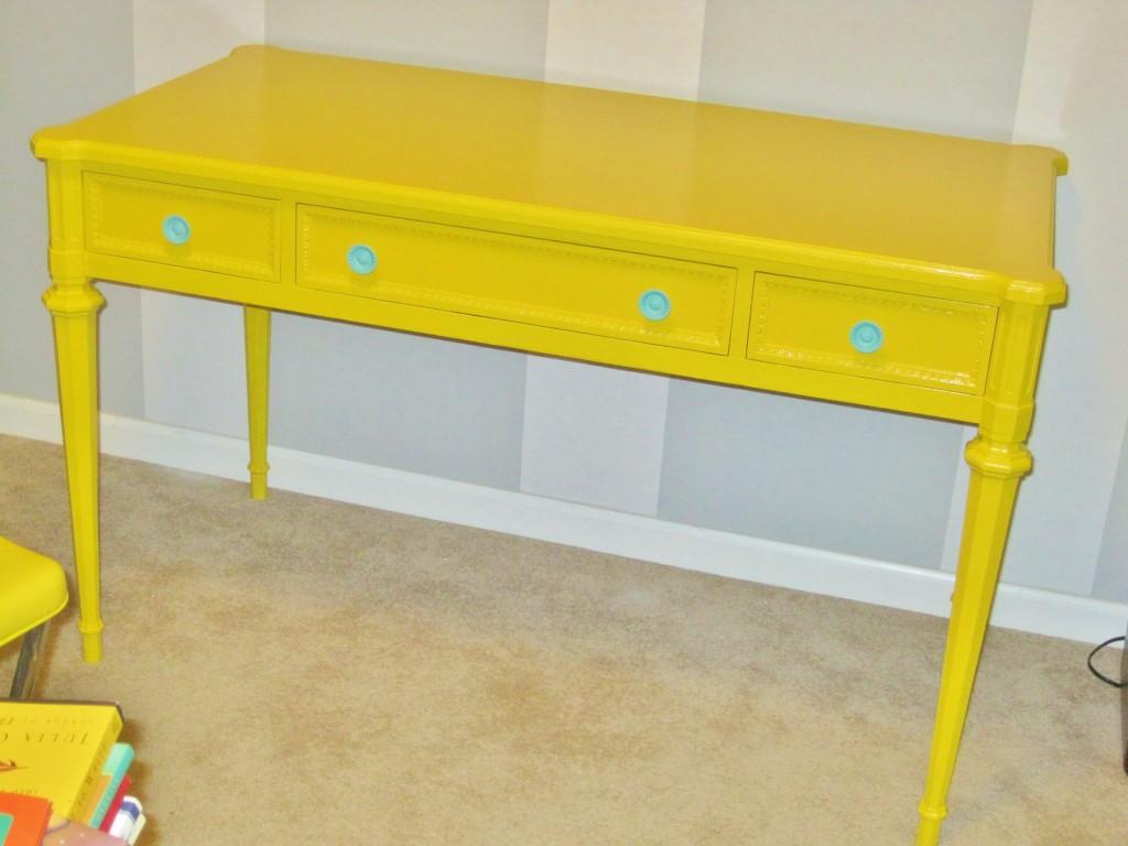 yellow_desk