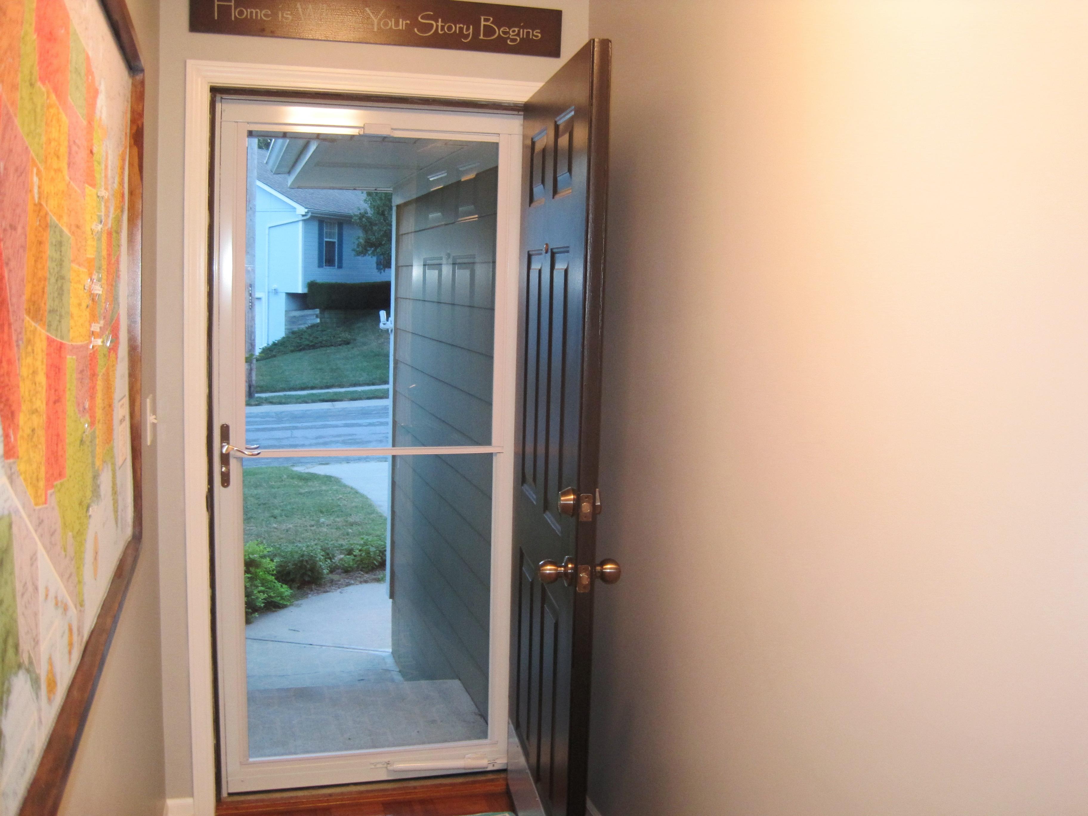 Storm Doors With Screens Disappearing : Diwyatt replacing the storm door part loving here