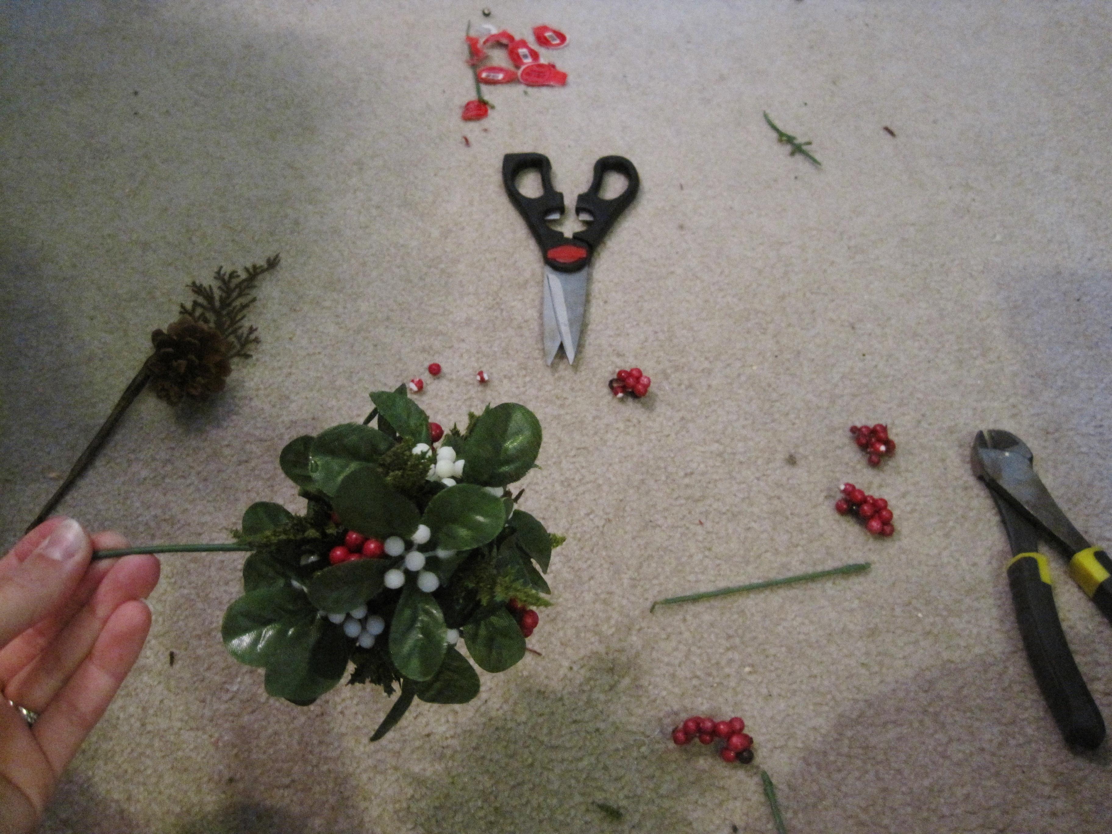 My Own Mistletoe: A DIY Kissing Ball - Loving Here
