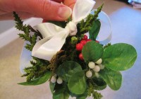 DIY Mistletoe kissing ball6