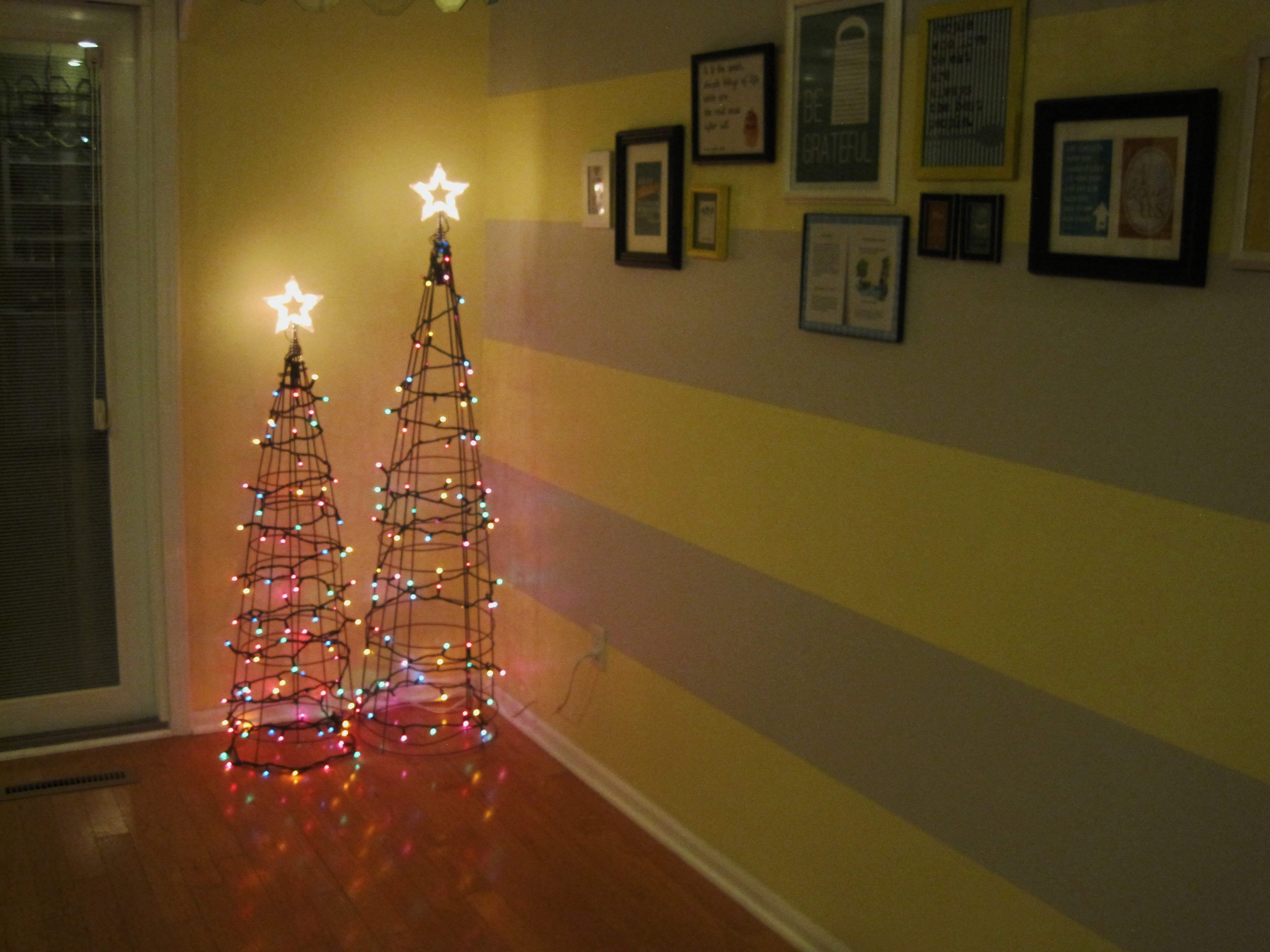 Tomato Cage Christmas Trees.Totally Awesome Tomato Cage Trees Loving Here