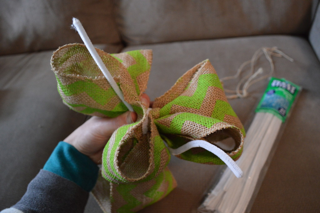 DIY Spring Wreath Burlap Bow 6