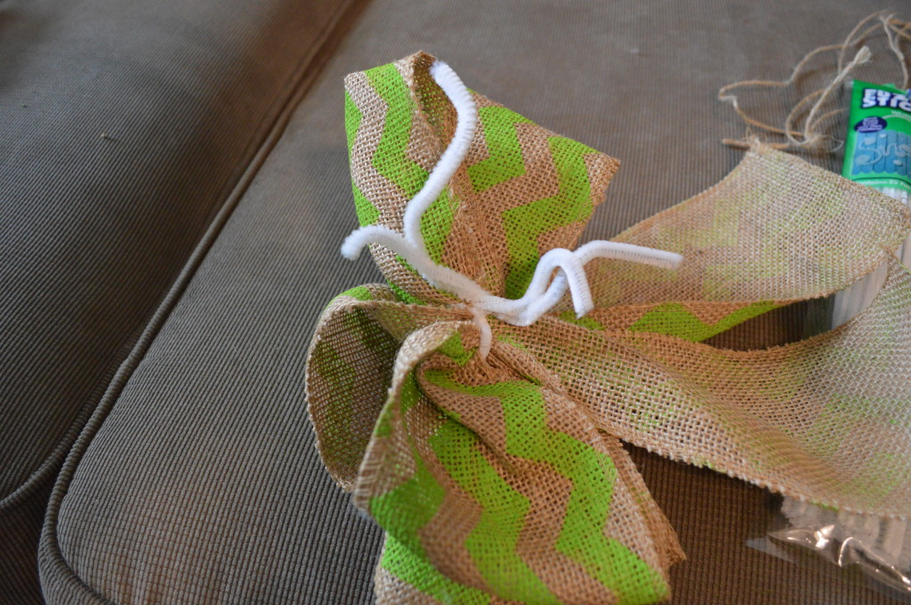 DIY Spring Wreath Burlap Bow 8
