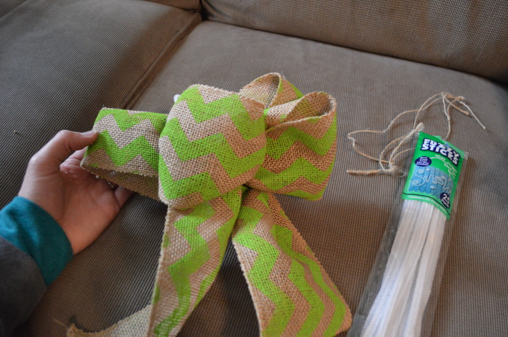 DIY Spring Wreath Burlap Bow 9