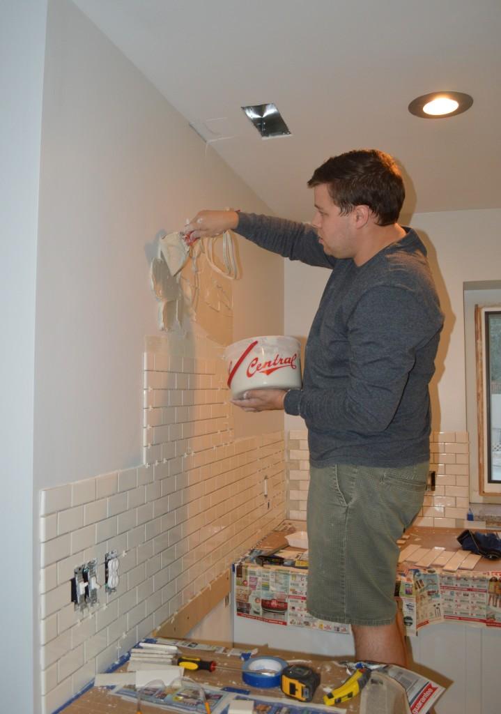 Applying thinset for tile backsplash