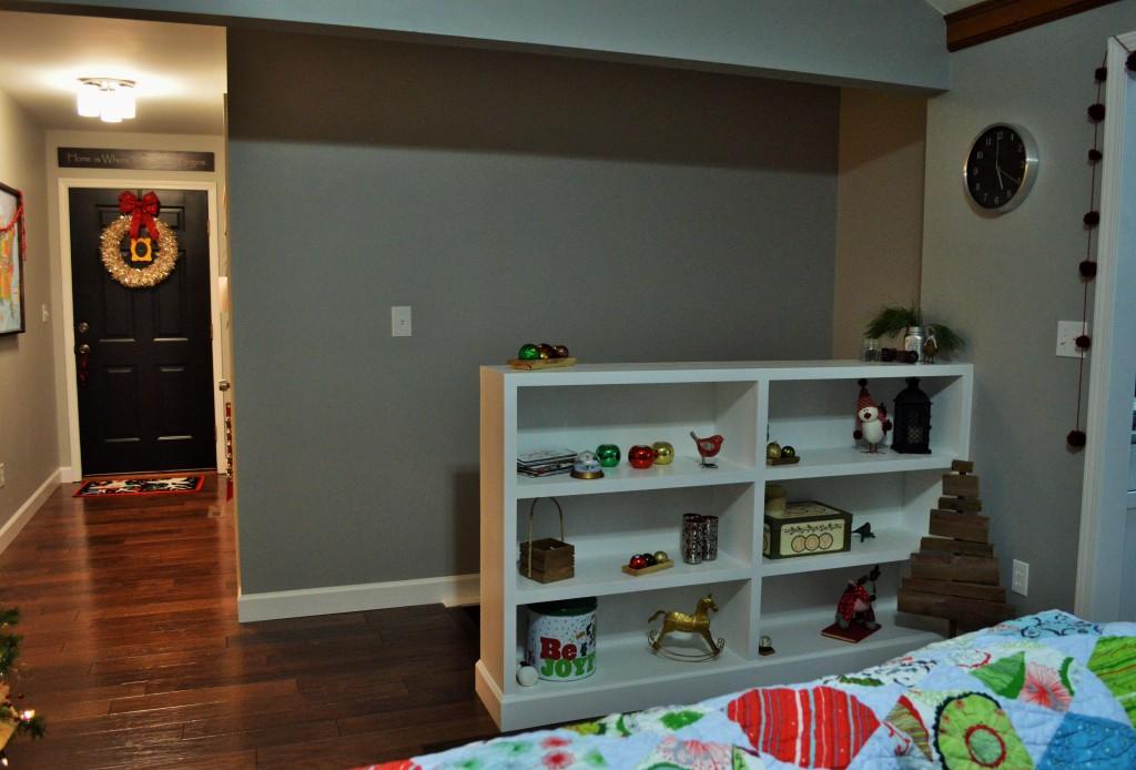 Christmas Decor Built In Bookshelves