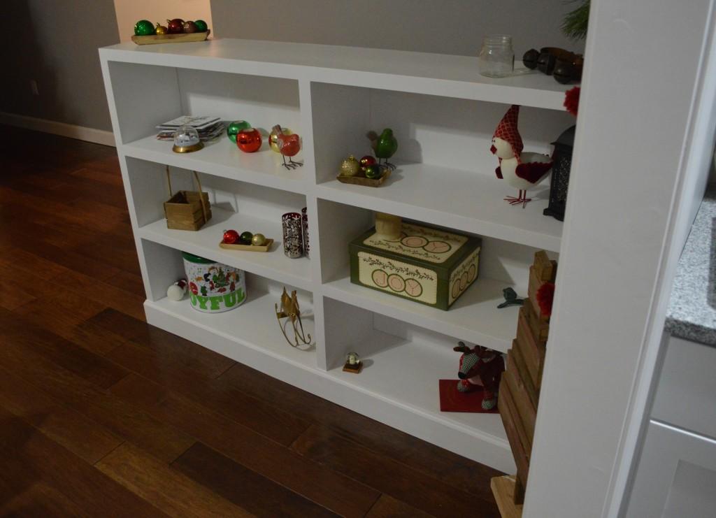 Christmas Decor Built In Bookshelves 2
