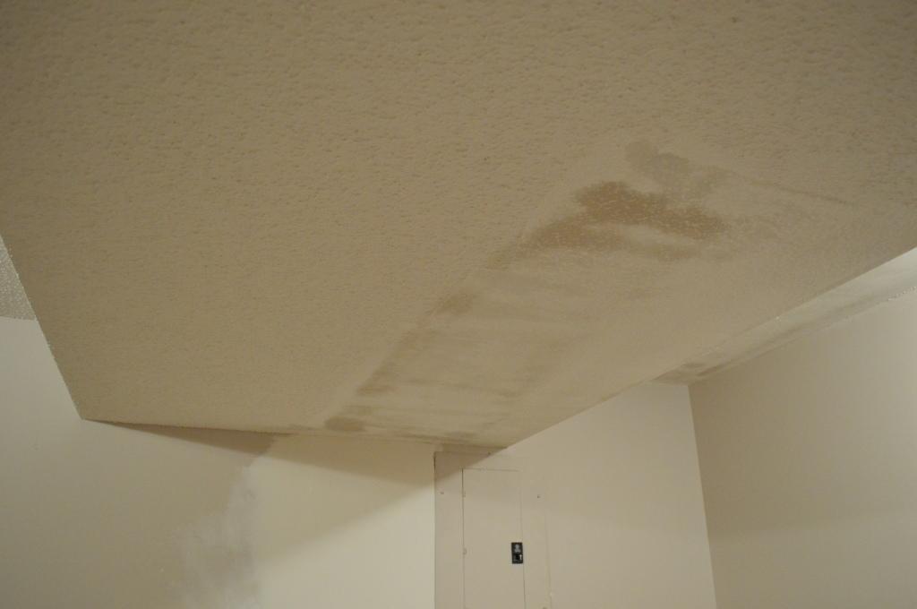 Removing Popcorn Ceilings Guestroom 3