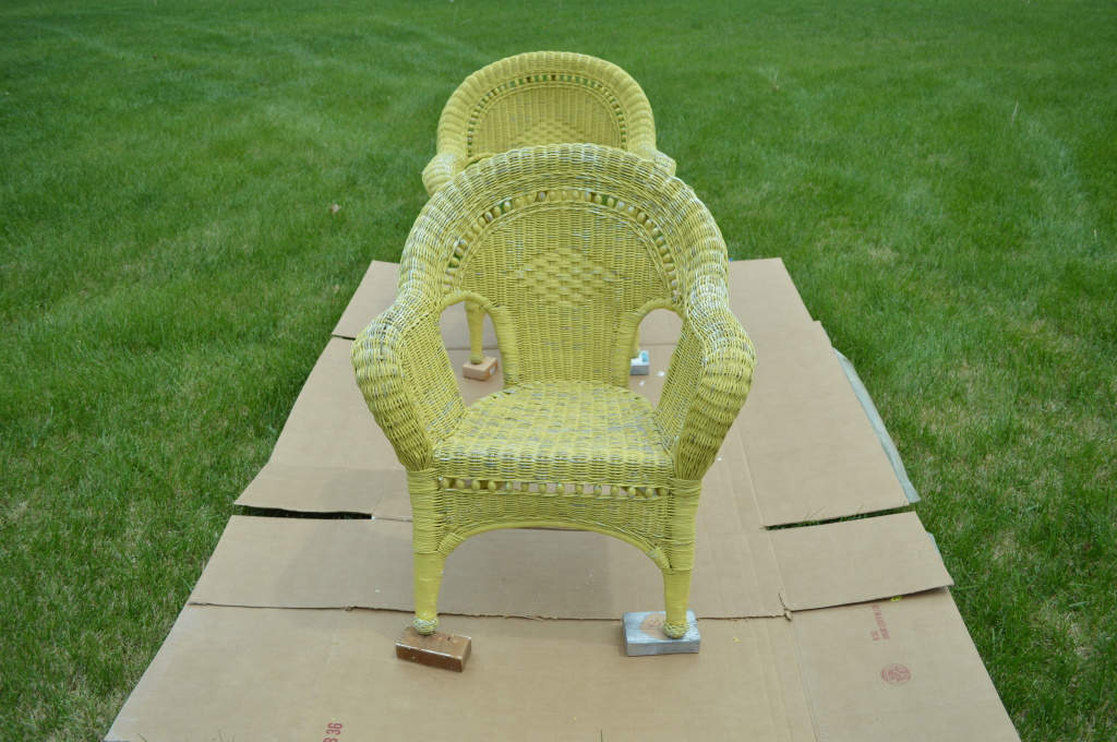 RePainting Wicker Patio Furniture Before 2