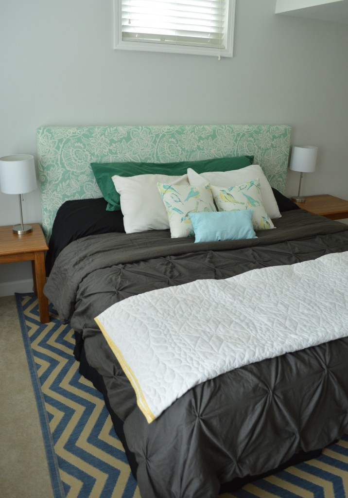 Guestroom bed with curtains and nightstands 3