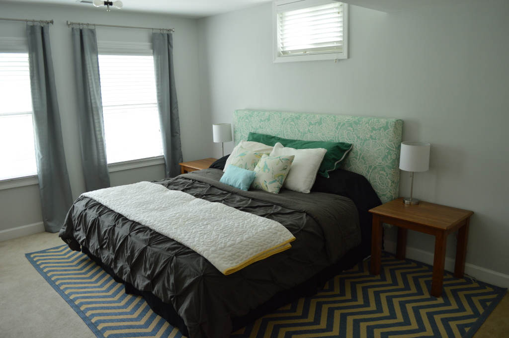 Guestroom bed with curtains and nightstands 4