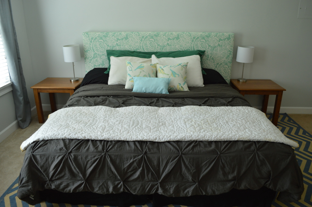 Guestroom bed with curtains and nightstands 6