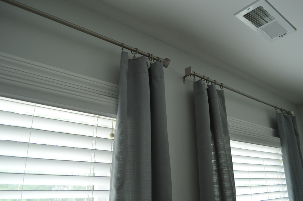 Guestroom curtain clips and rods