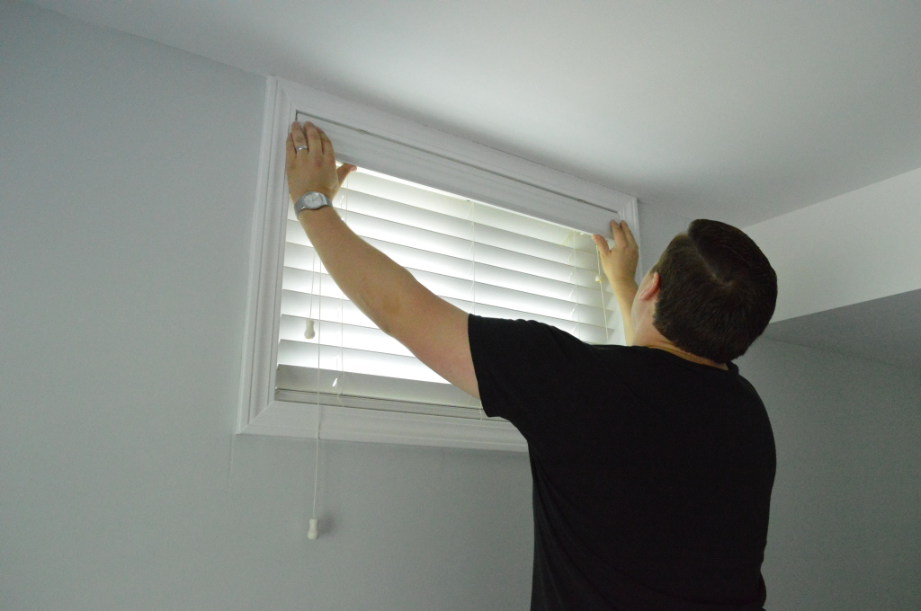 Hanging Window Blinds in Guestroom 3