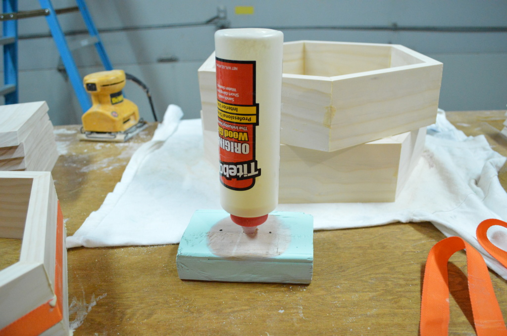 DIY Honeycomb Shelves Assembly Glue Stand Trick