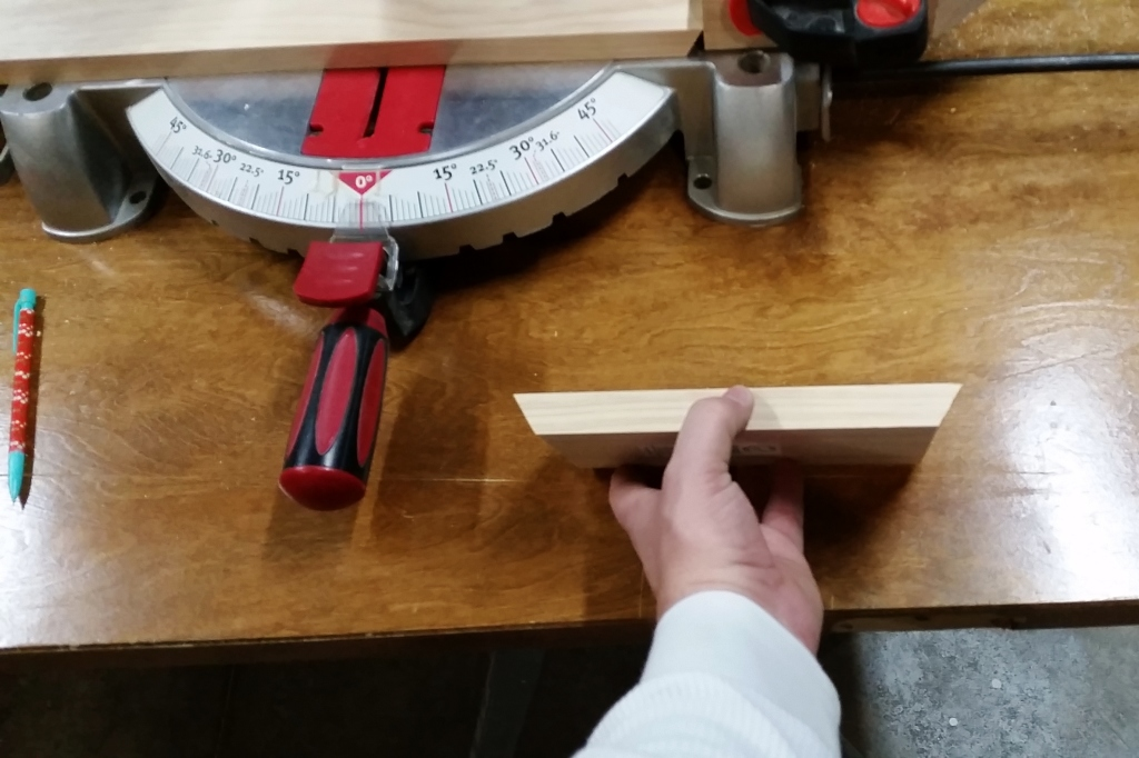 DIY Honeycomb Shelves Saw Cuts