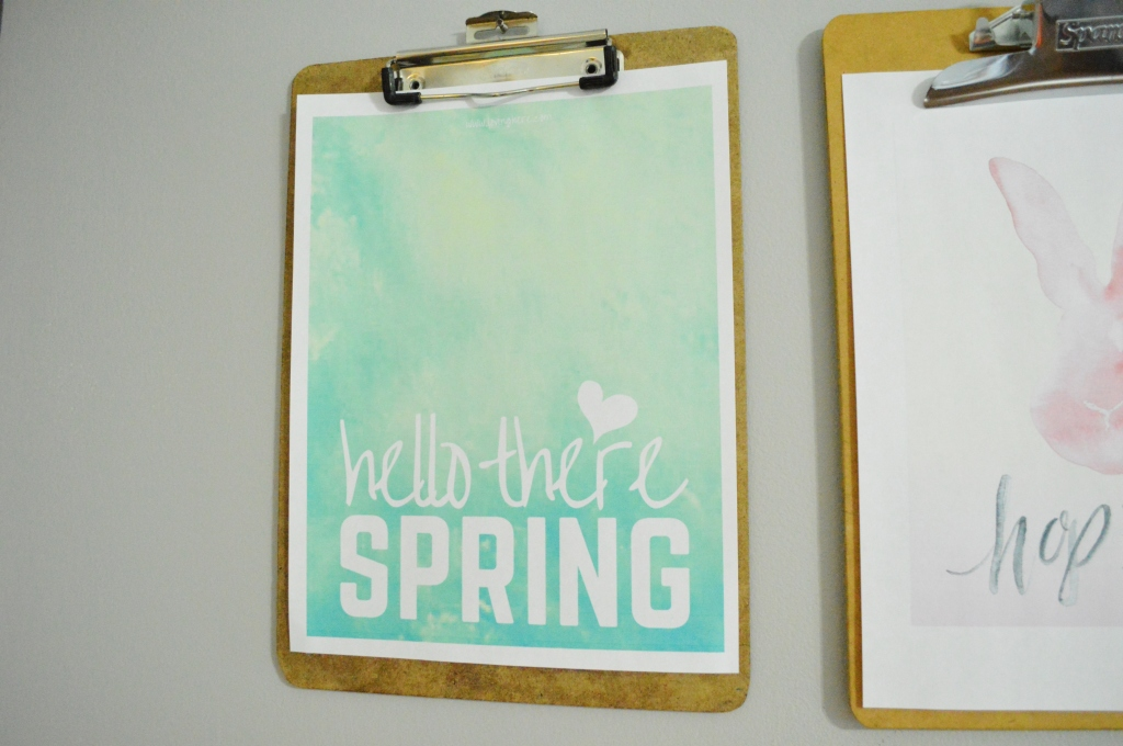 Clipboard gallery wall spring free printables hello there spring free printable 2