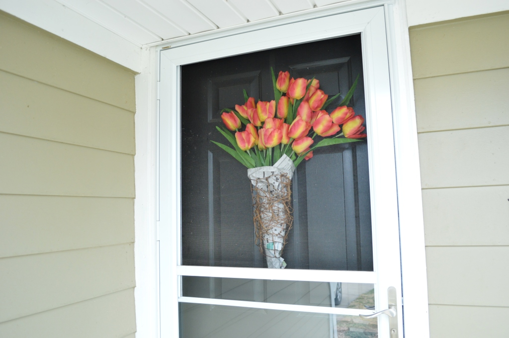 DIY Newsprint Wrapped Tulip Wreath for Front Door 6