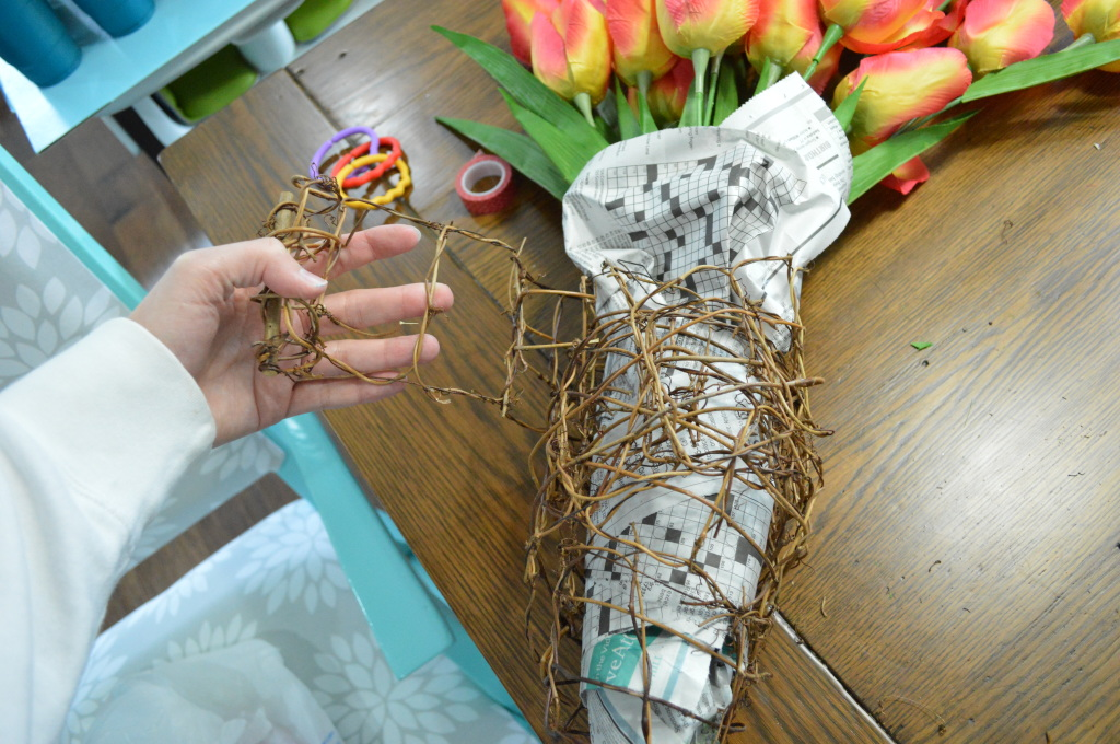 DIY Newsprint Wrapped Tulip Wreath for Front Door grape vine garland 2