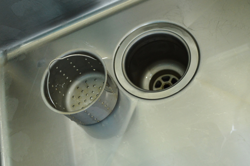 Installing garbage disposal in farmhouse sink before 3
