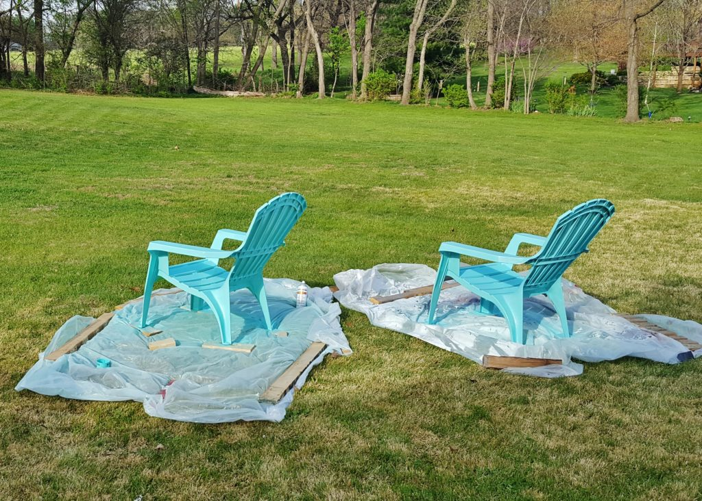 Painting Plastic Adirondack Deck Chairs with Spraypaint