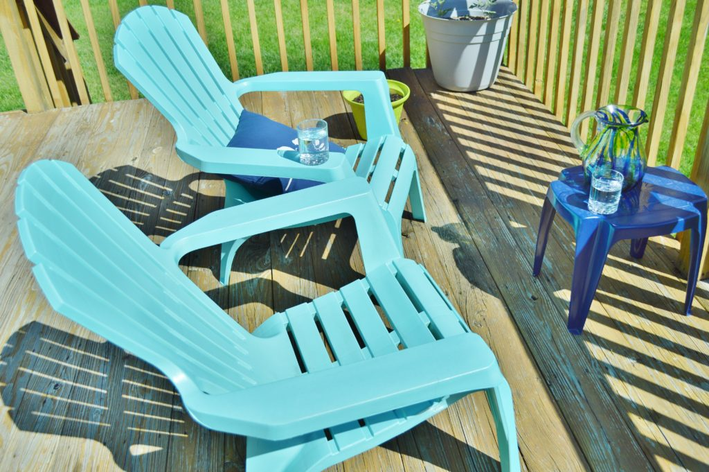 Turqouise Painted Plastic Deck Chairs 7