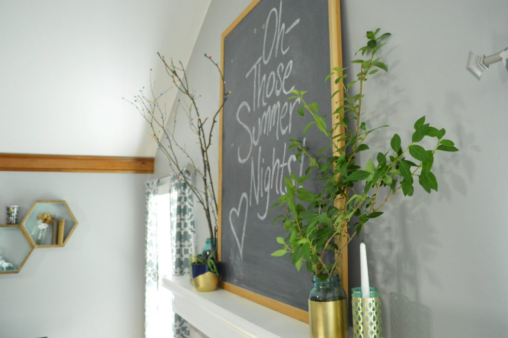 Summer chalkboard quote with Mantle Decor 4