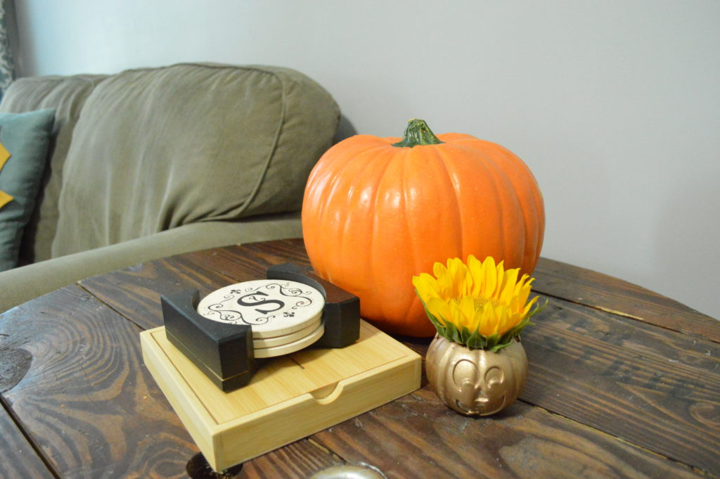 simple-chic-halloween-decor