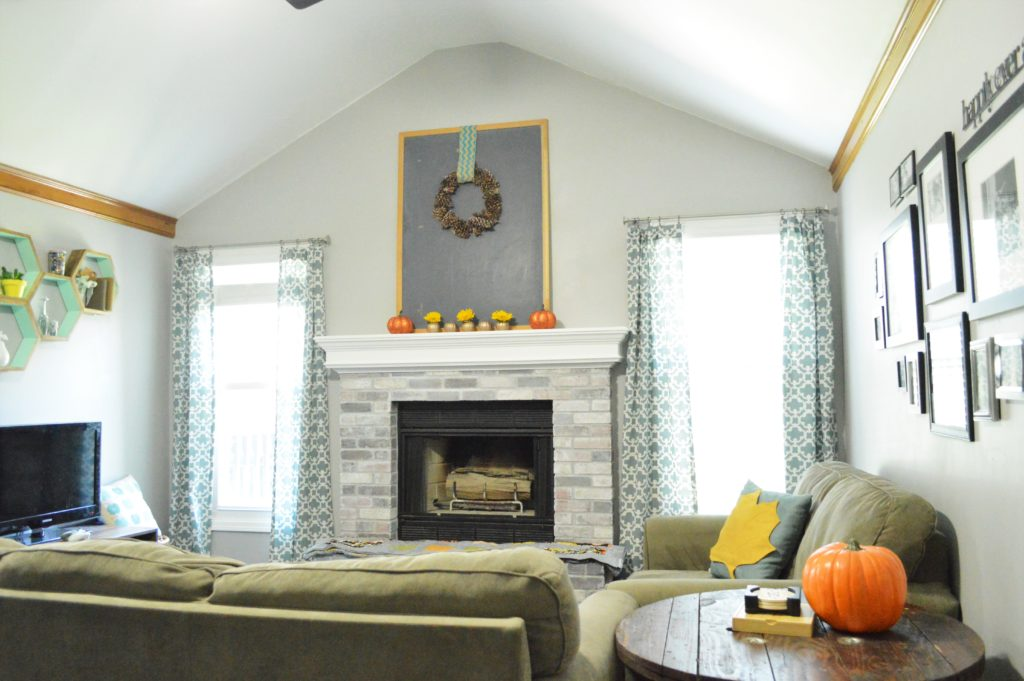 simple-halloween-livin-room-decor