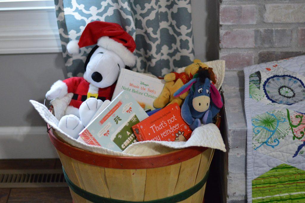 christmas-books-basket