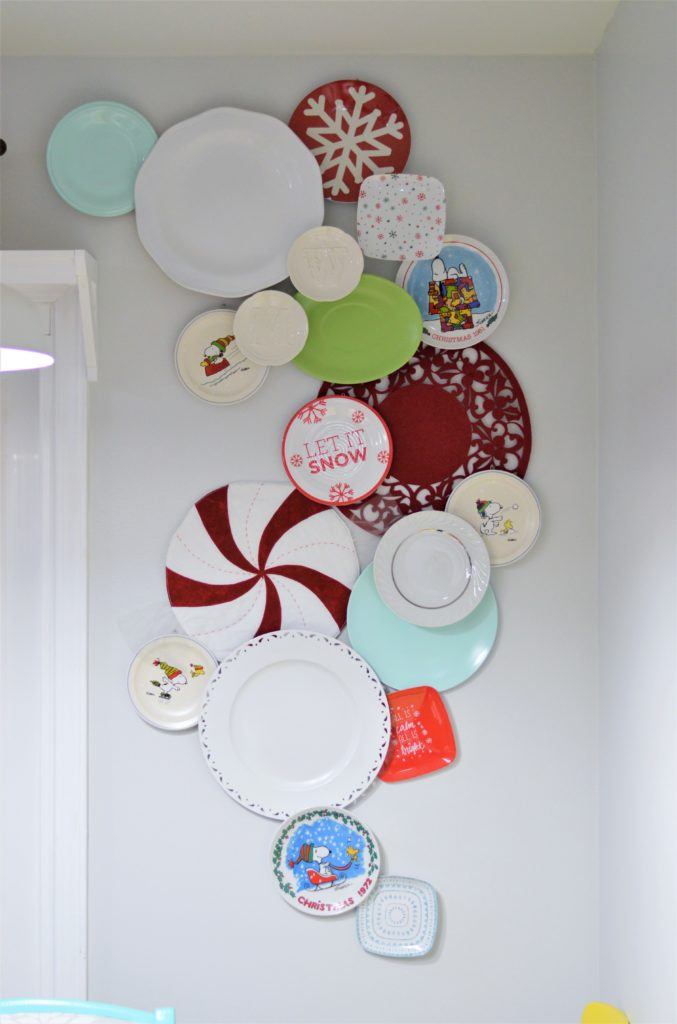 christmas-kitchen-plate-wall