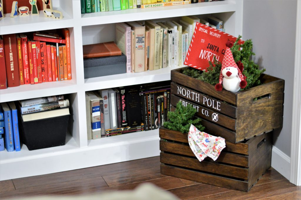 christmas-living-room-north-pole-crates
